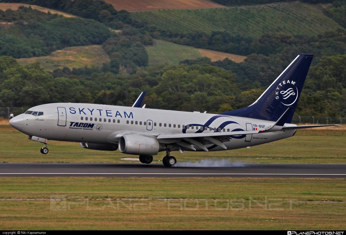 Boeing 737-700 - YR-BGF operated by Tarom #b737 #b737nextgen #b737ng #boeing #boeing737 #skyteam