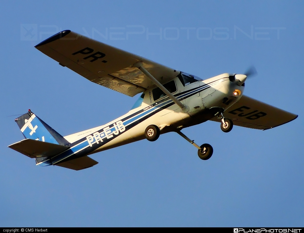 Cessna 152 II - PR-EJB operated by EJ Escola de Aeronáutica Civil #cessna #cessna152 #cessna152ii