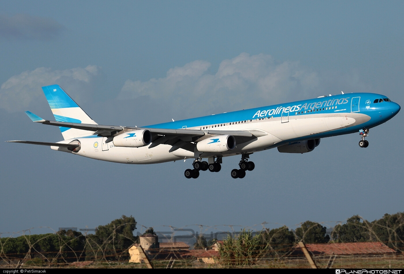Airbus A340-313 - LV-CSD operated by Aerolíneas Argentinas #a340 #a340family #airbus #airbus340