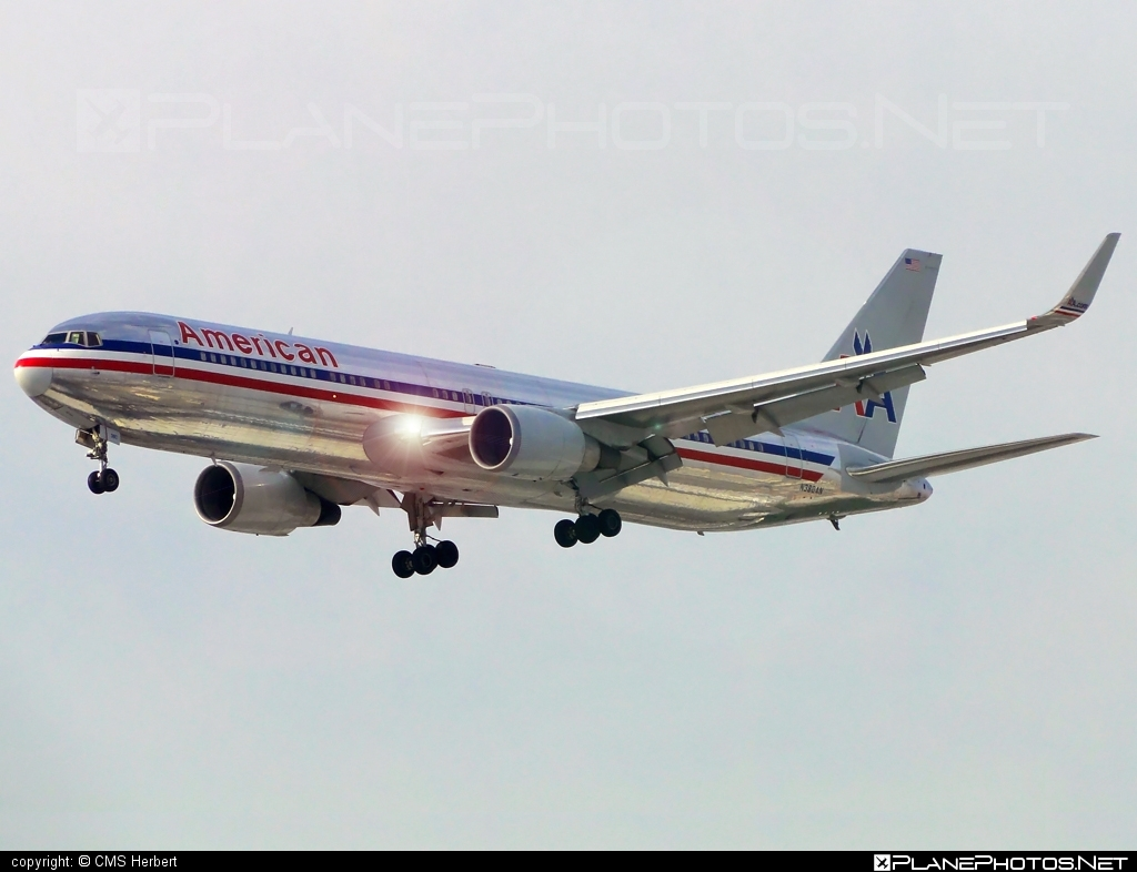 Boeing 767-300 - N382AN operated by American Airlines ...