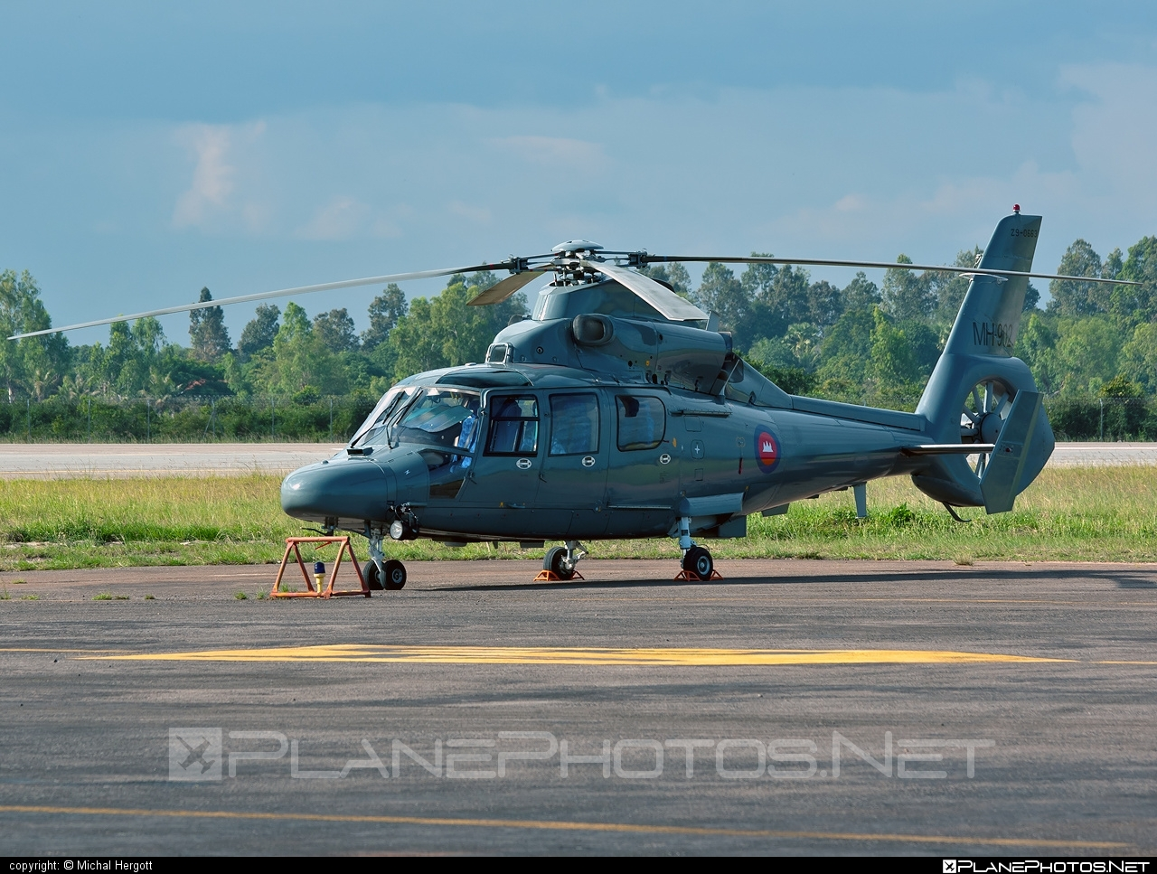 Harbin H425 - MH-902 operated by Kangtrop Akas Khemarak Phumin (Royal Cambodian Air Force) #harbin