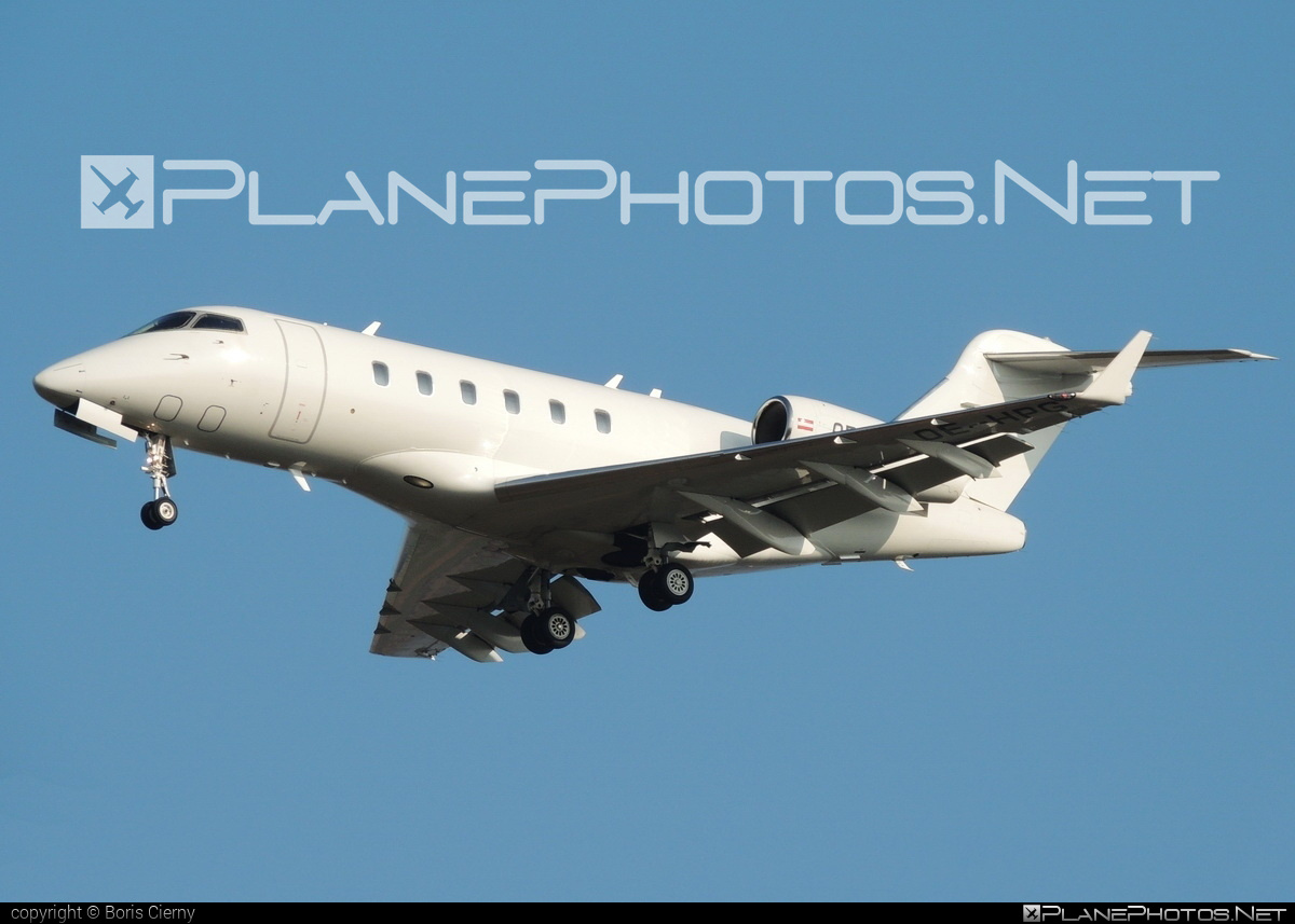 Bombardier Challenger 300 (BD-100-1A10) - OE-HPG operated by Amira Air #bd1001a10 #bombardier #challenger300