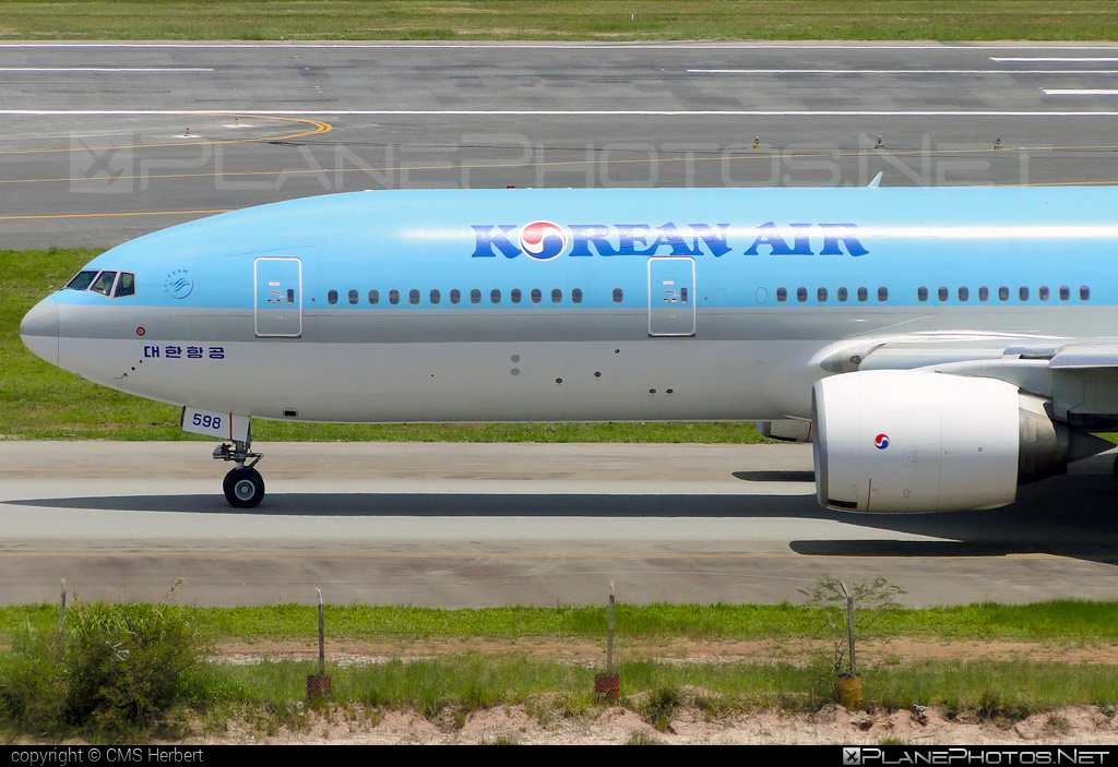 Boeing 777-200ER - HL7598 operated by Korean Air #b777 #b777er #boeing #boeing777 #koreanair #tripleseven