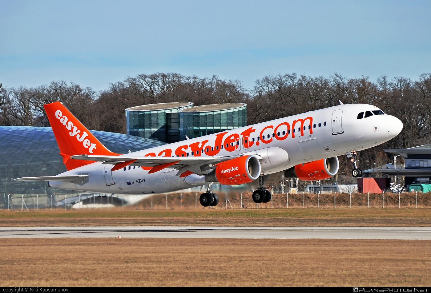 Airbus A320-214 - G-EZUV operated by easyJet #a320 #a320family #airbus #airbus320 #easyjet