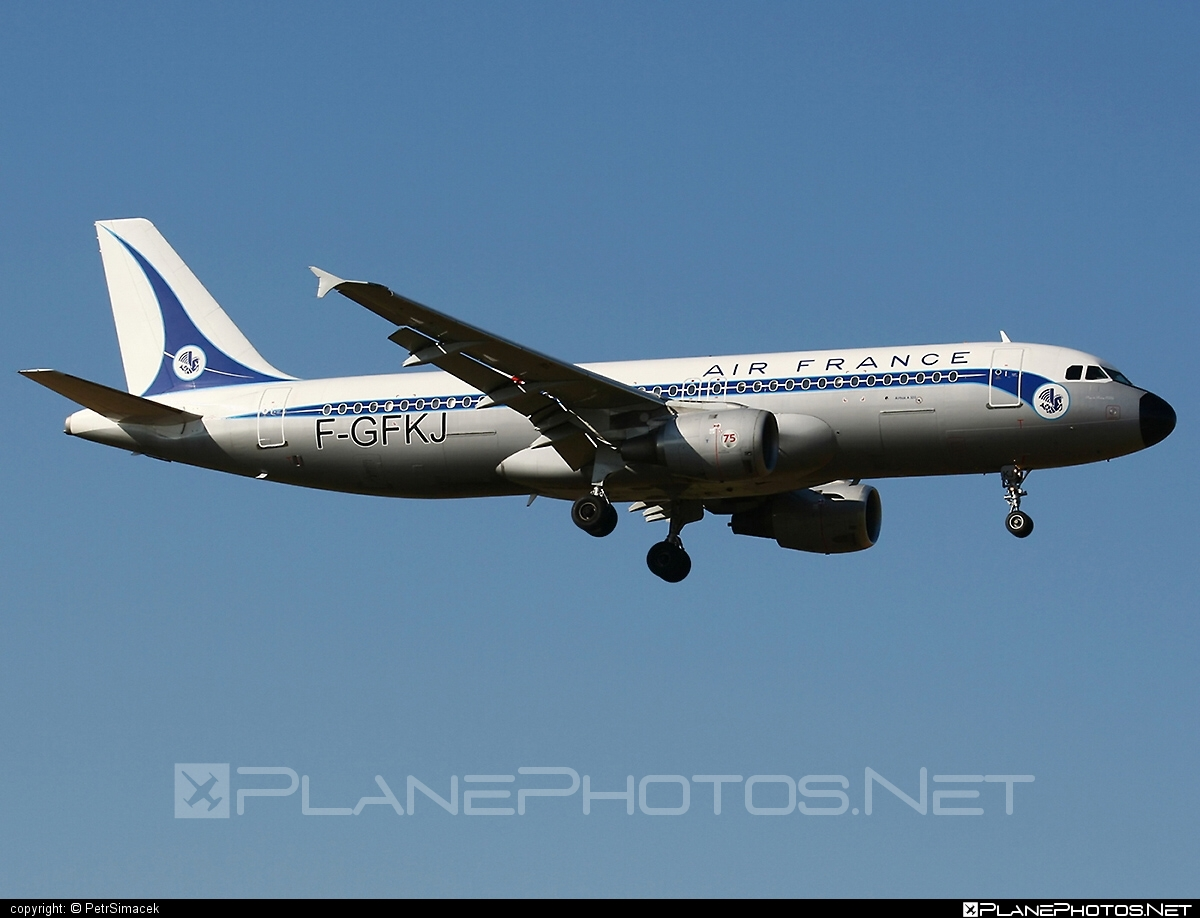 Airbus A320-211 - F-GFKJ operated by Air France #a320 #a320family #airbus #airbus320 #airfrance #retro