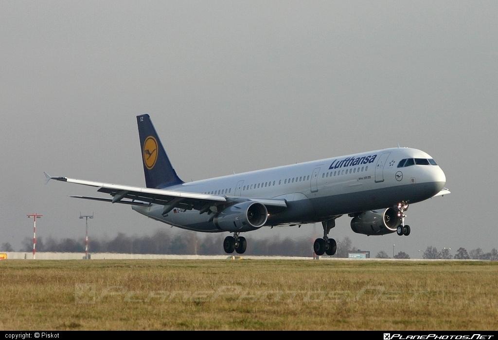 Airbus A321-231 - D-AISZ operated by Lufthansa #a320family #a321 #airbus #airbus321 #lufthansa