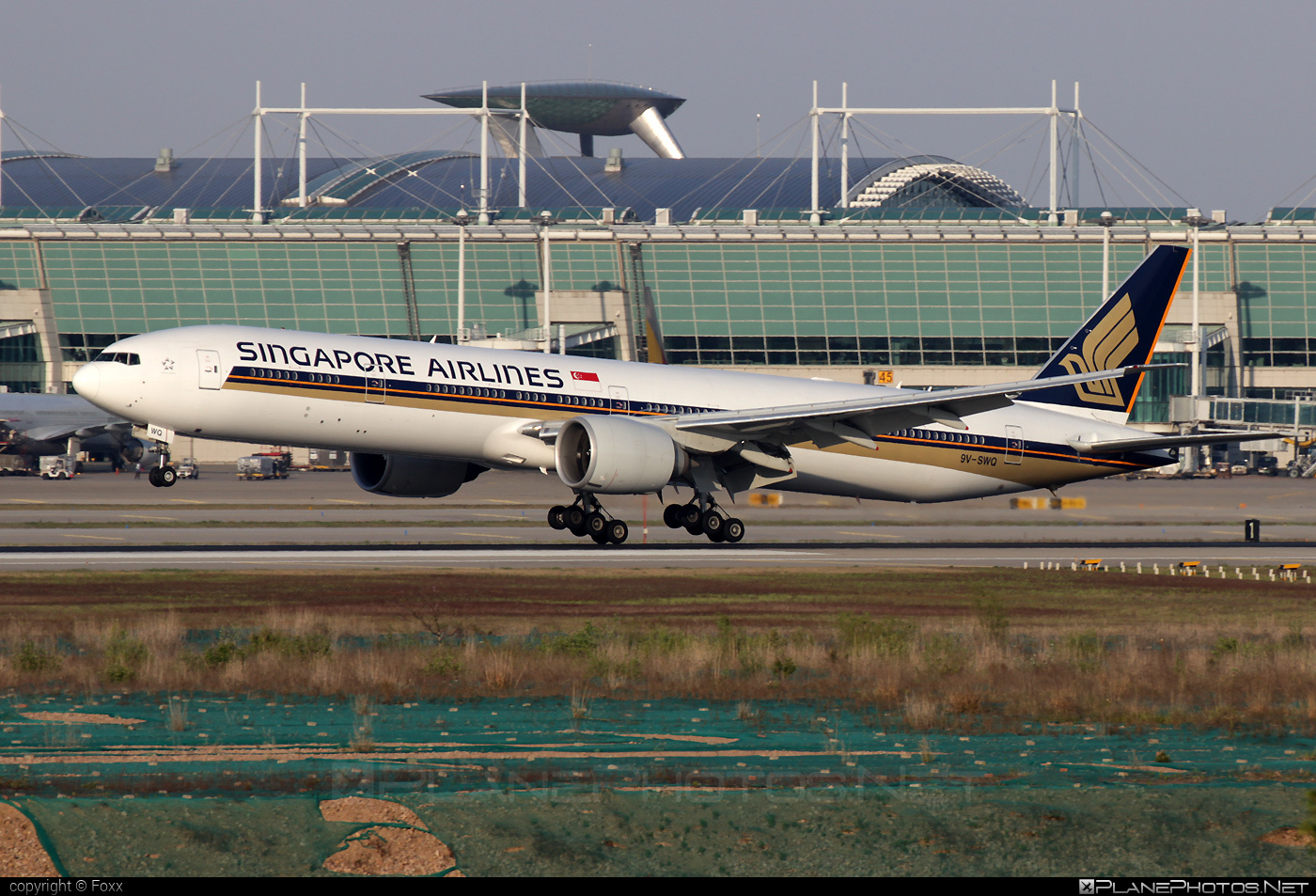 Boeing 777-300ER - 9V-SWQ operated by Singapore Airlines #b777 #b777er #boeing #boeing777 #singaporeairlines #tripleseven
