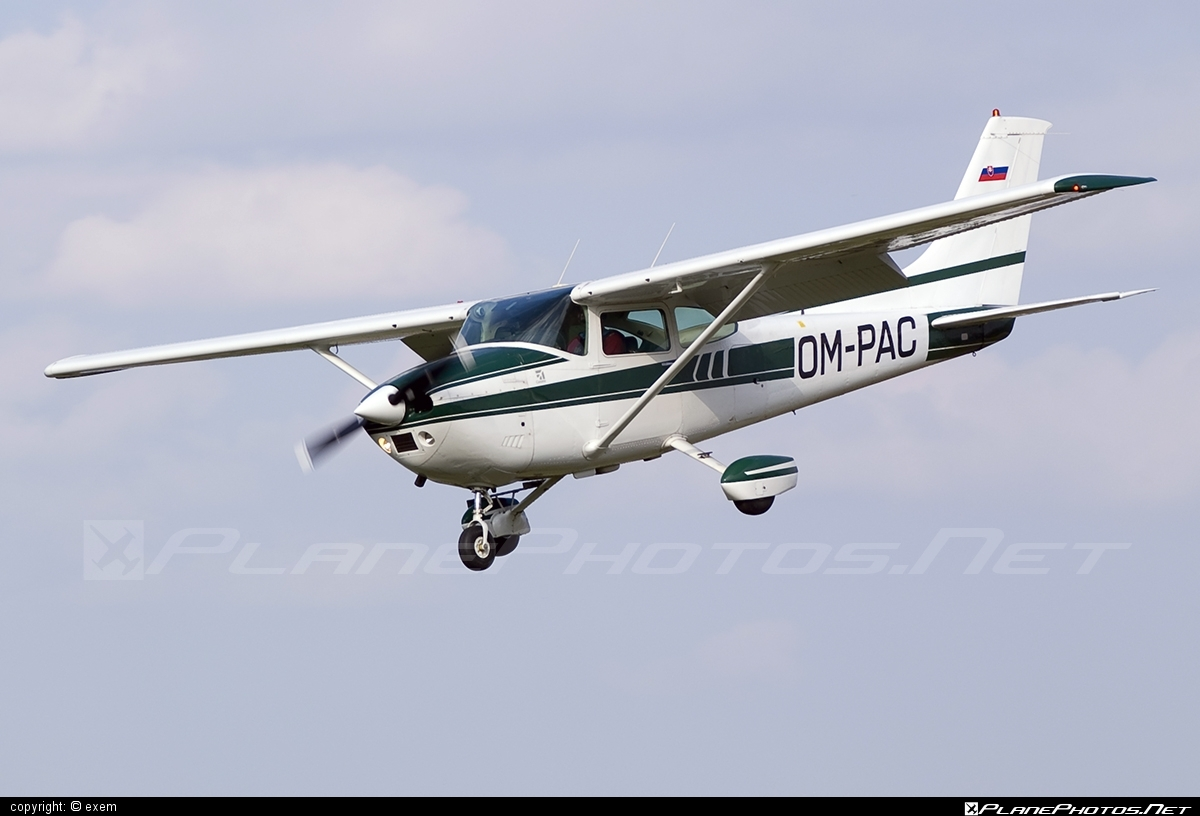 Reims F182Q Skylane - OM-PAC operated by Compact Skydive #reims