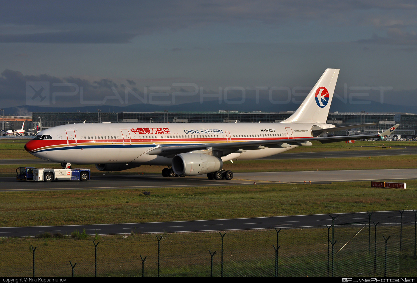 Airbus A330-243 - B-5937 operated by China Eastern Airlines #a330 #a330family #airbus #airbus330 #chinaeastern #chinaeasternairlines
