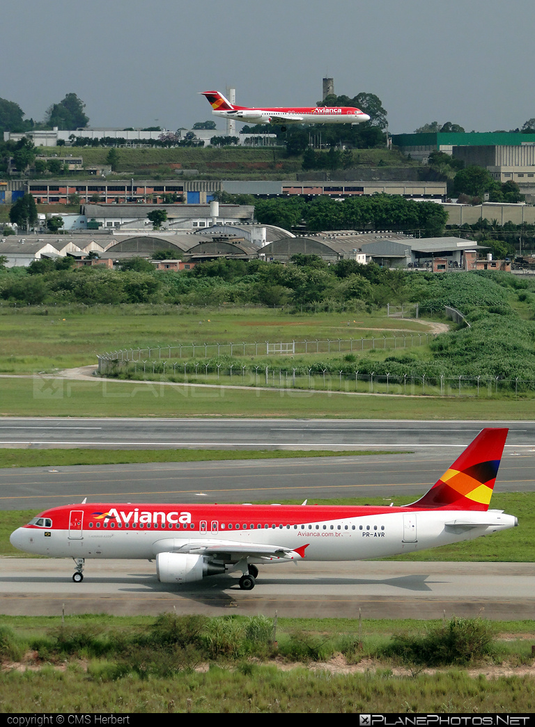 Airbus A320-214 - PR-AVR operated by Avianca #a320 #a320family #airbus #airbus320 #avianca