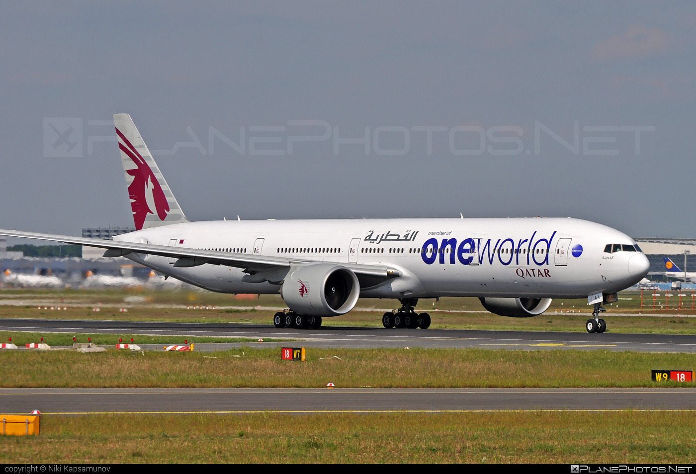 Boeing 777-300ER - A7-BAA operated by Qatar Airways #b777 #b777er #boeing #boeing777 #oneworld #qatarairways #tripleseven