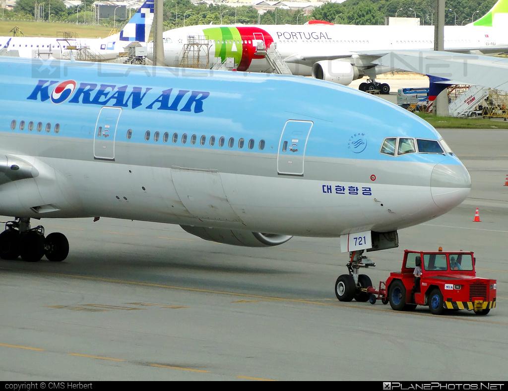 Boeing 777-200ER - HL7721 operated by Korean Air #b777 #b777er #boeing #boeing777 #koreanair #tripleseven