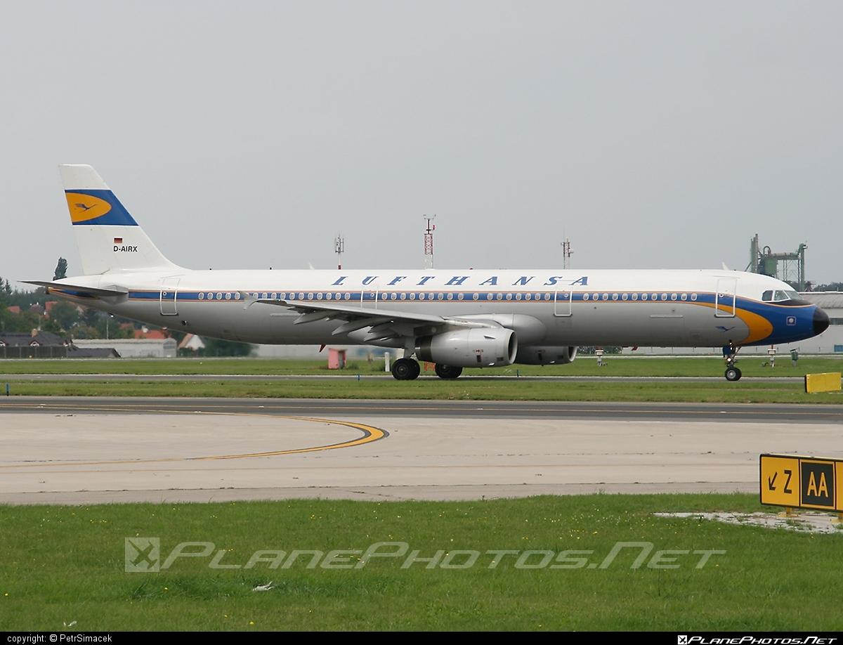 Airbus A321-131 - D-AIRX operated by Lufthansa #a320family #a321 #airbus #airbus321 #lufthansa #retro