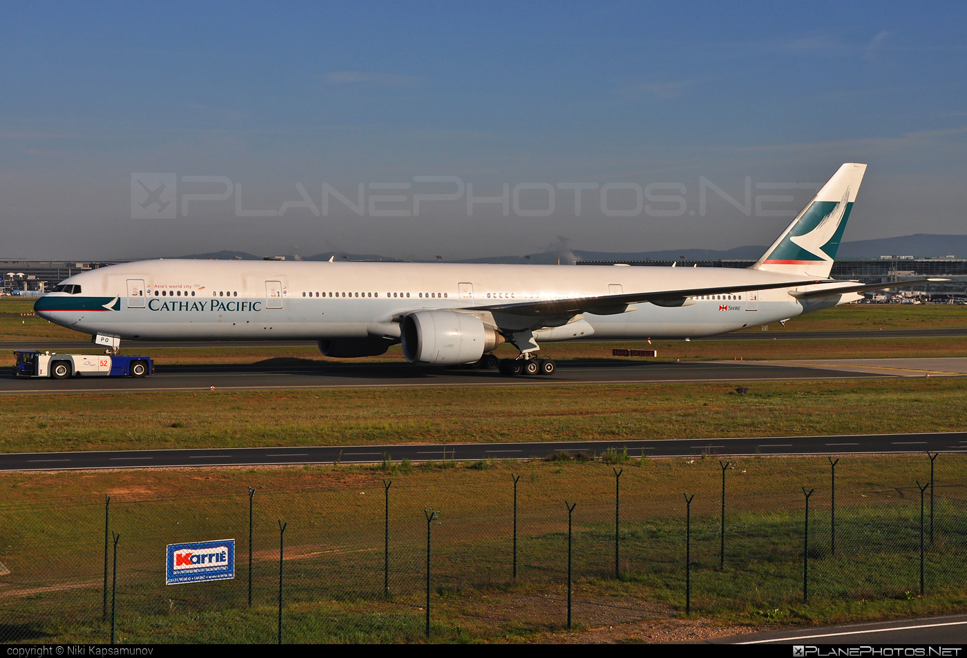 Boeing 777-300ER - B-KPO operated by Cathay Pacific Airways #b777 #b777er #boeing #boeing777 #cathaypacific #cathaypacificairways #tripleseven