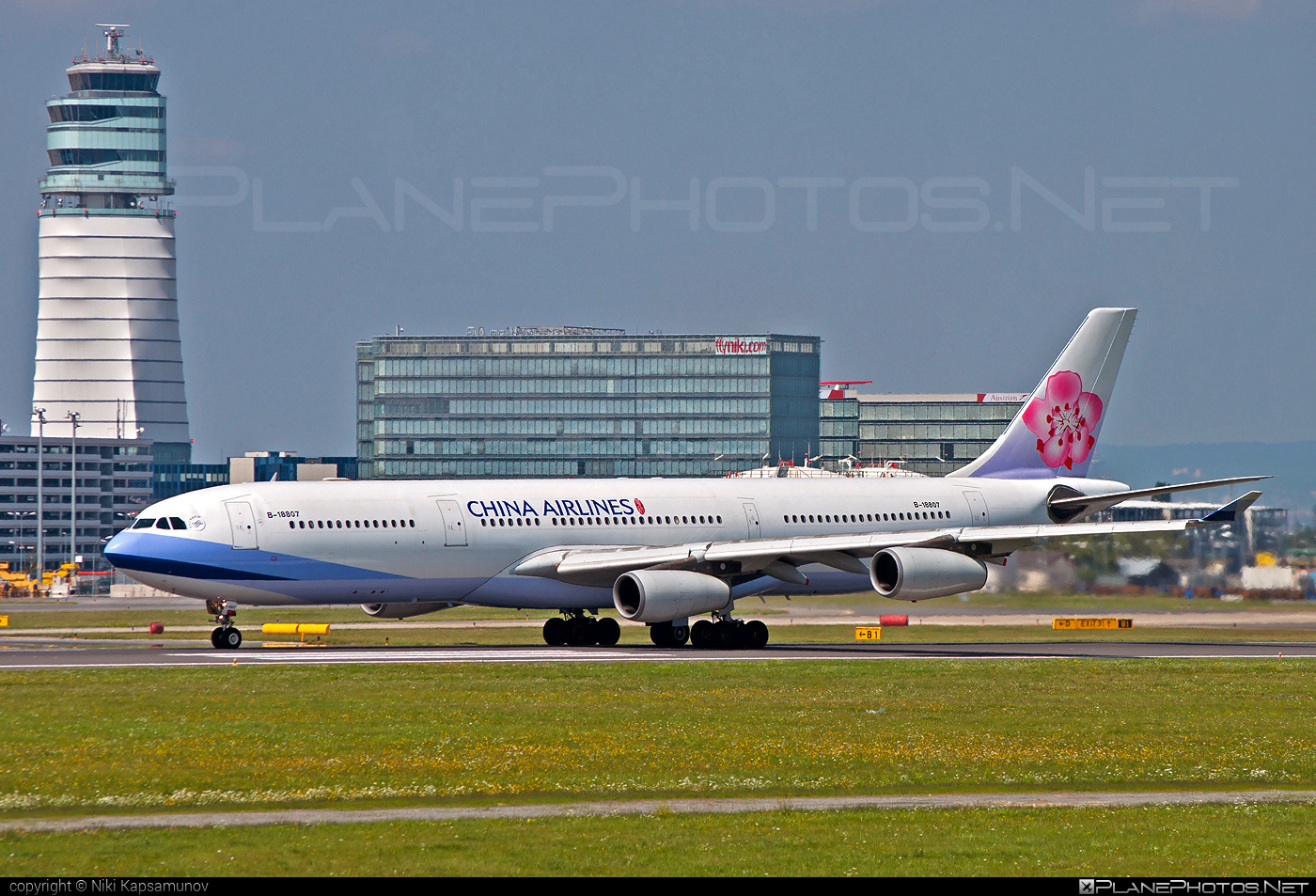 Airbus A340-313 - B-18807 operated by China Airlines #a340 #a340family #airbus #airbus340 #chinaairlines