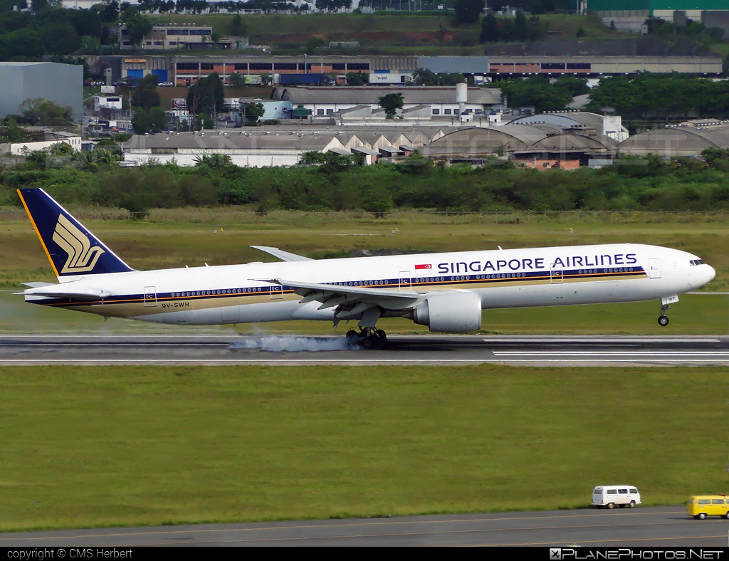 Boeing 777-300ER - 9V-SWR operated by Singapore Airlines #b777 #b777er #boeing #boeing777 #singaporeairlines #tripleseven