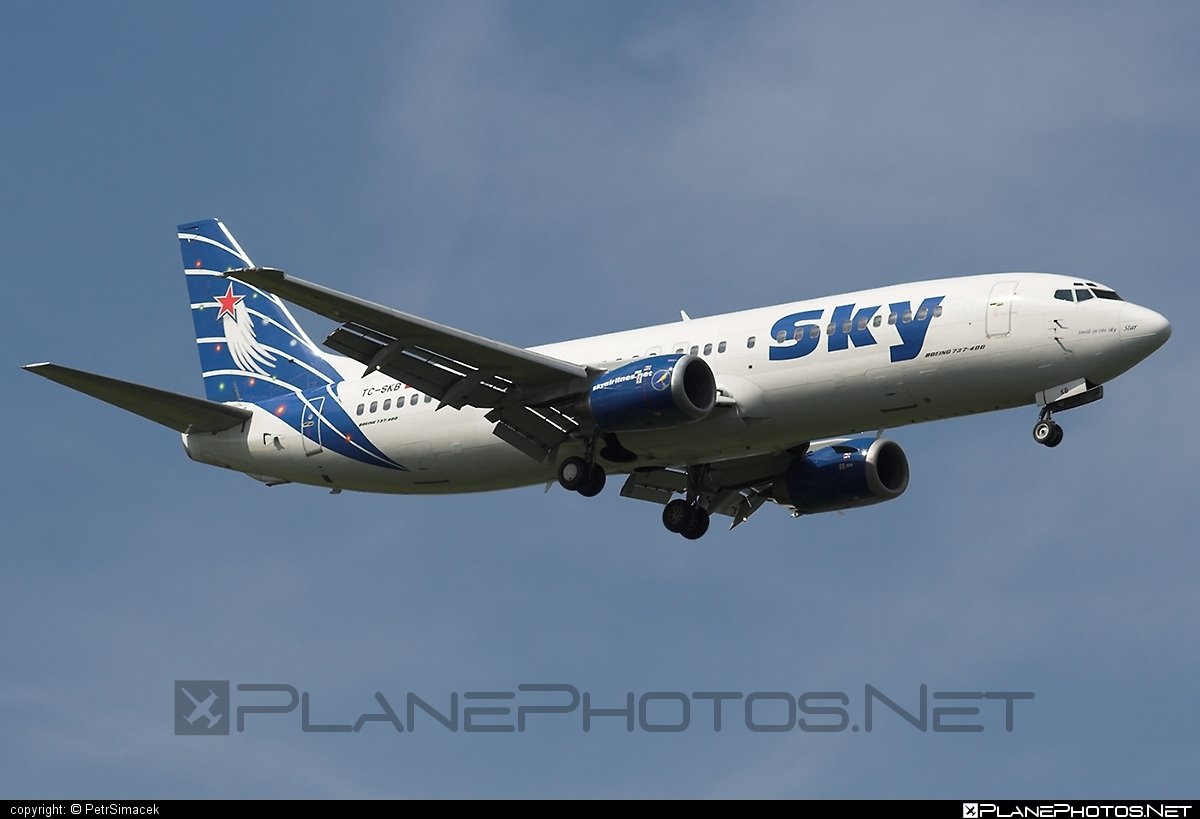 Boeing 737-400 - TC-SKB operated by Sky Airlines #b737 #boeing #boeing737