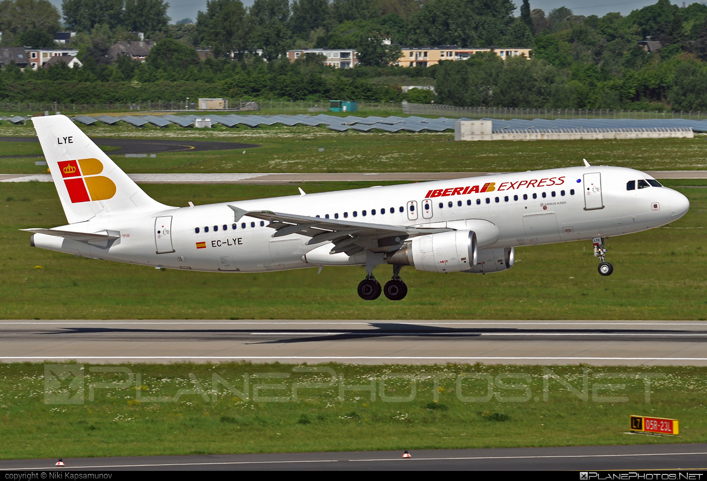Airbus A320-216 - EC-LYE operated by Iberia Express #a320 #a320family #airbus #airbus320 #iberia #iberiaexpress