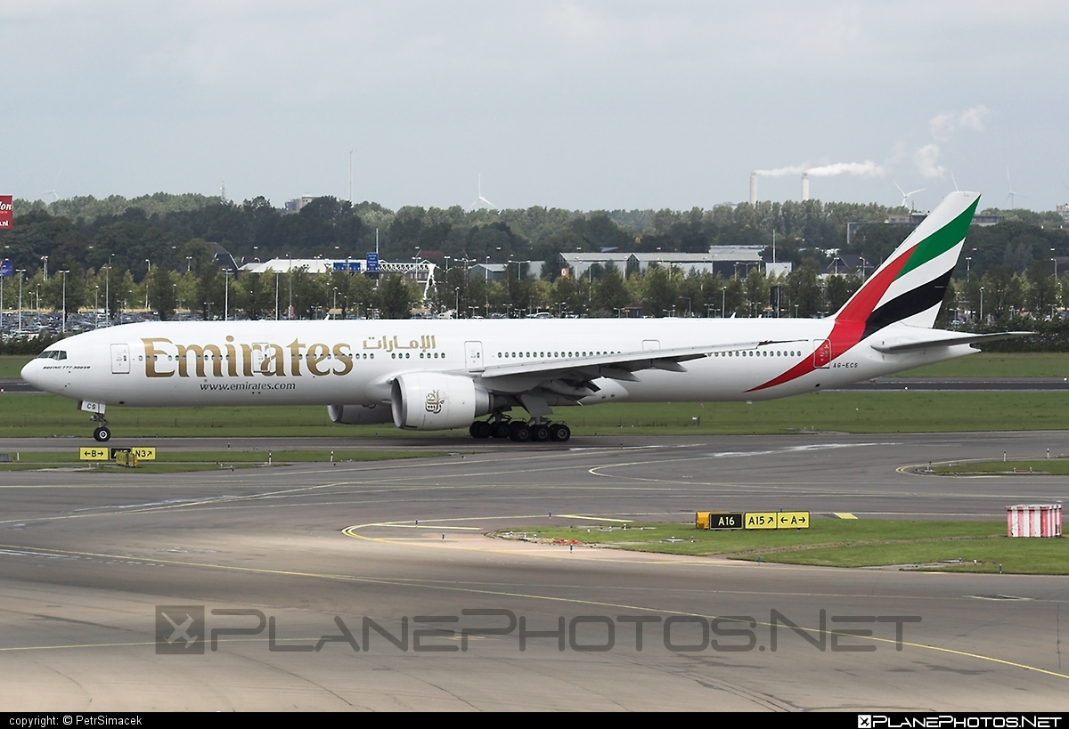Boeing 777-300ER - A6-ECS operated by Emirates #b777 #b777er #boeing #boeing777 #emirates #tripleseven