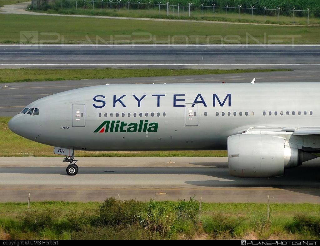 Boeing 777-200ER - EI-DDH operated by Alitalia #alitalia #b777 #b777er #boeing #boeing777 #skyteam #tripleseven