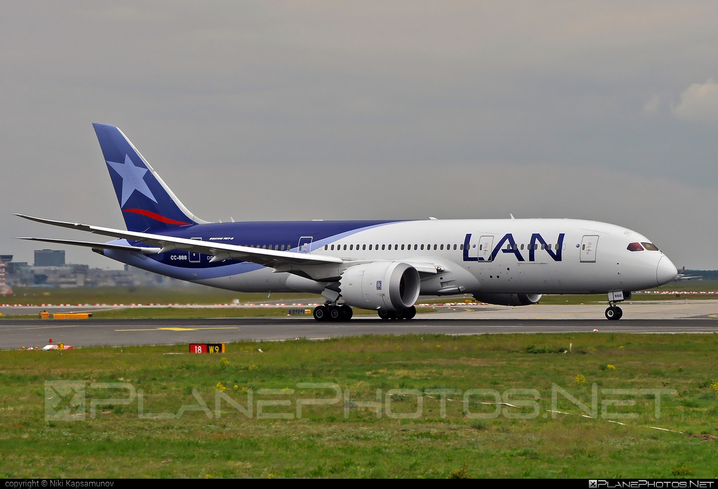 Boeing 787-8 Dreamliner - CC-BBB operated by LAN #b787 #boeing #boeing787 #dreamliner