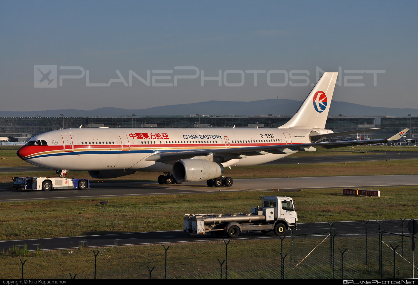 Airbus A330-243 - B-5921 operated by China Eastern Airlines #a330 #a330family #airbus #airbus330 #chinaeastern #chinaeasternairlines