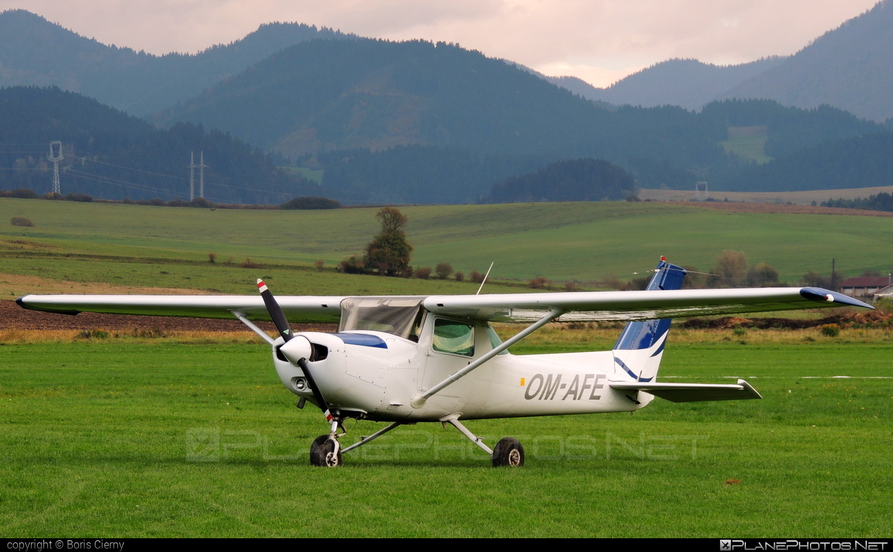 Cessna 152 - OM-AFE operated by Private operator #cessna #cessna152