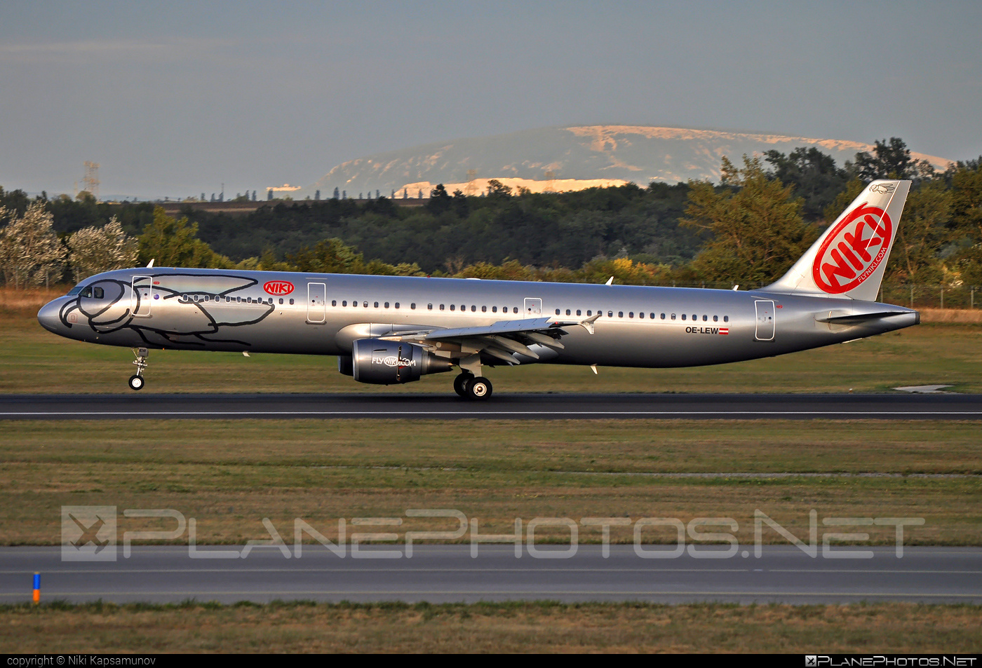 Airbus A321-211 - OE-LEW operated by Niki #a320family #a321 #airbus #airbus321 #flyniki #niki
