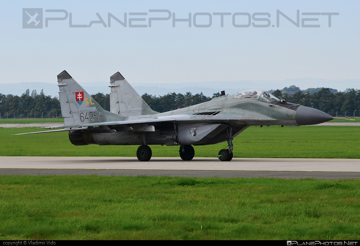 Mikoyan-Gurevich MiG-29AS - 6425 operated by Vzdušné sily OS SR (Slovak Air Force) #mig #mig29 #mig29as #mikoyangurevich #natodays #natodays2014 #slovakairforce #vzdusnesilyossr