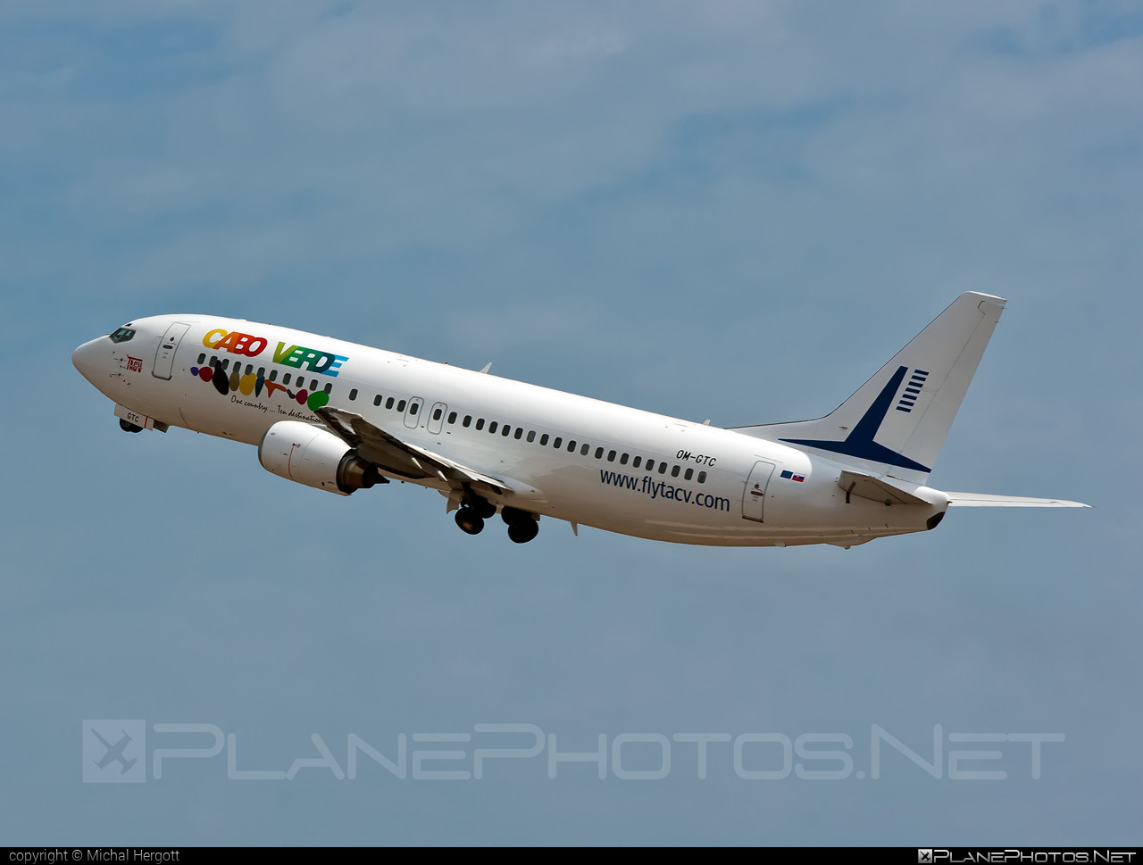 Go2Sky Boeing 737-400 - OM-GTC #b737 #boeing #boeing737