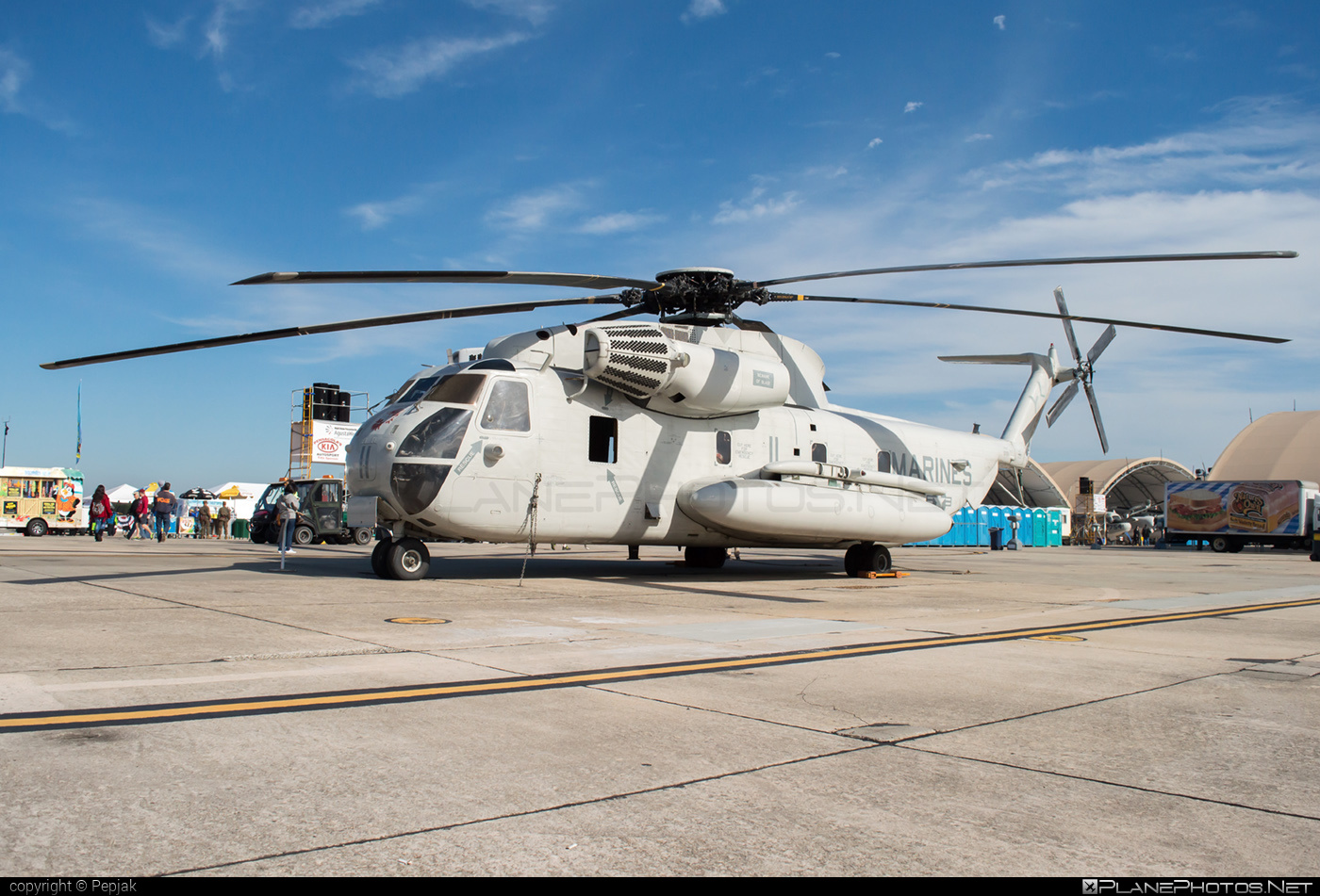Sikorsky CH-53D Sea Stallion - 157159 operated by US Marine Corps (USMC) #sikorsky
