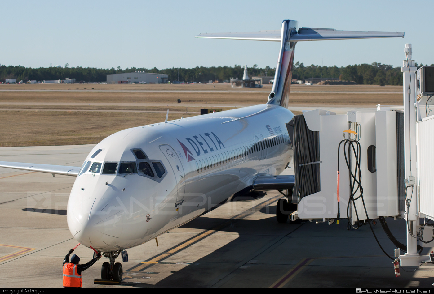 Boeing 717-200 - N979AT operated by Delta Air Lines #b717 #boeing #boeing717 #deltaairlines