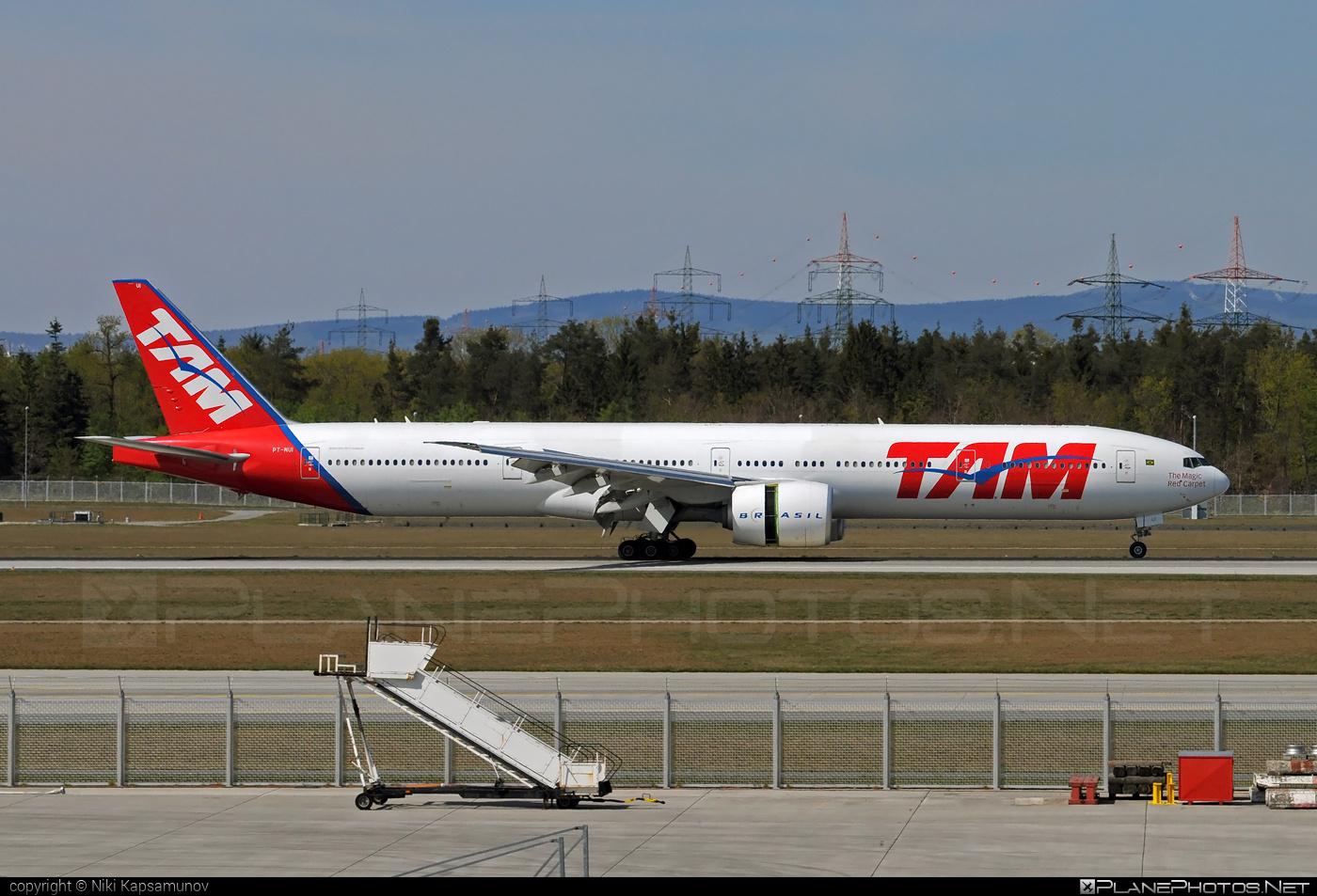 Boeing 777-300ER - PT-MUI operated by TAM Linhas Aéreas #b777 #b777er #boeing #boeing777 #tam #tamairlines #tamlinhasaereas #tripleseven