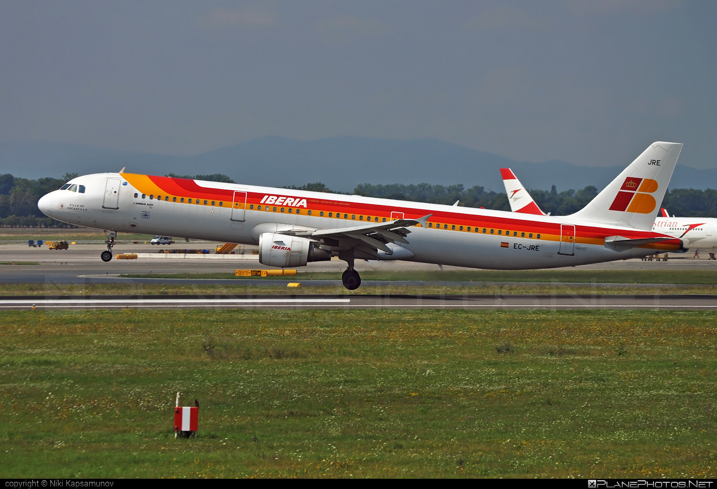 Airbus A321-211 - EC-JRE operated by Iberia #a320family #a321 #airbus #airbus321 #iberia