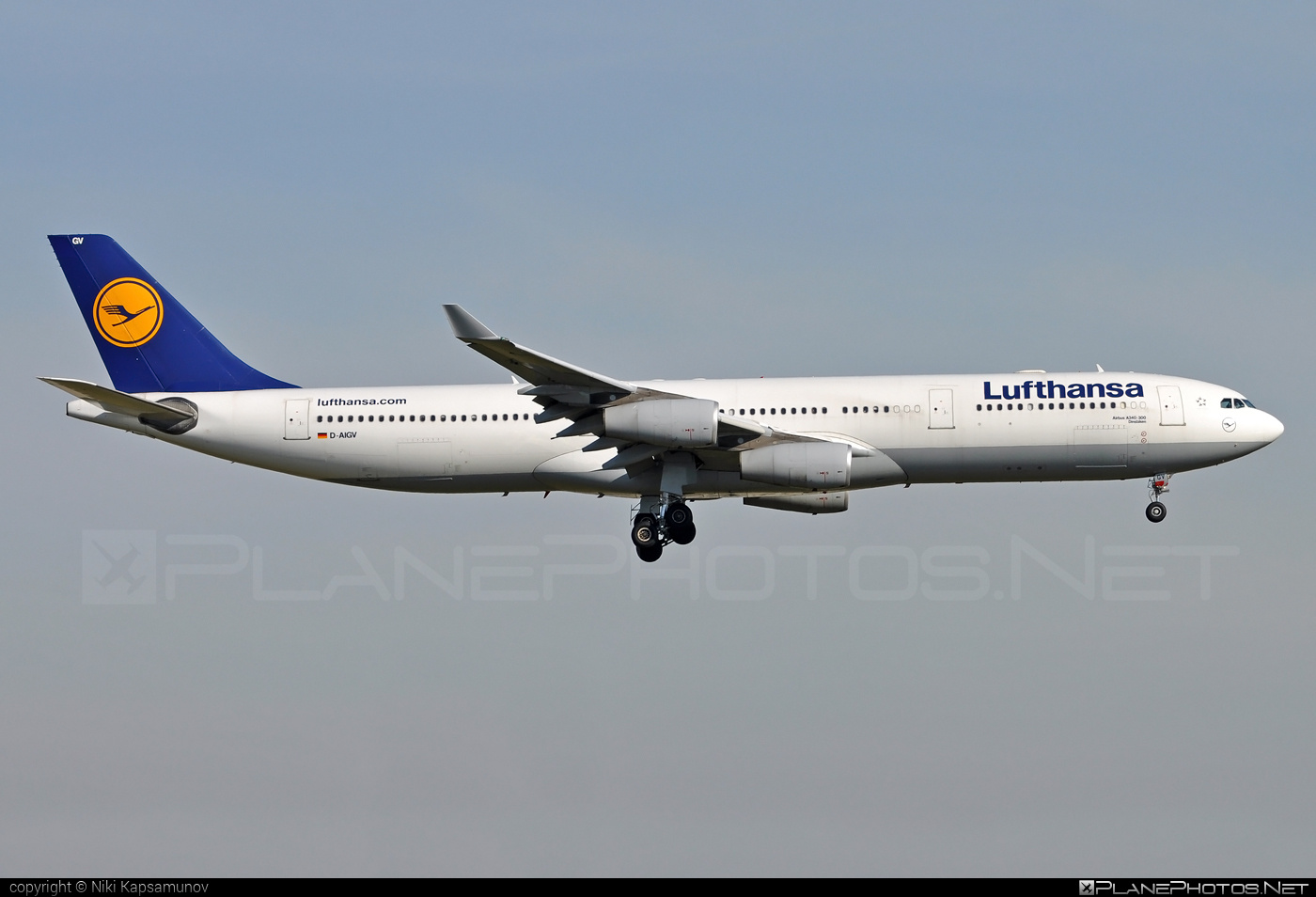Airbus A340-313 - D-AIGV operated by Lufthansa #a340 #a340family #airbus #airbus340 #lufthansa