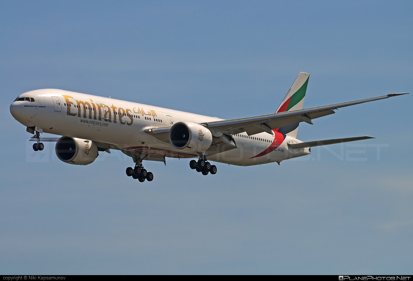 Boeing 777-300ER - A6-EBE operated by Emirates #b777 #b777er #boeing #boeing777 #emirates #tripleseven