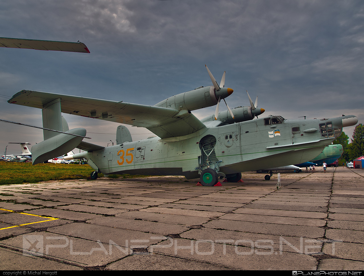 Beriev Be-12 Chayka - 35 operated by Povitryani Syly Ukrayiny (Ukrainian Air Force) #beriev #povitryanisylyukrayiny #ukrainianairforce