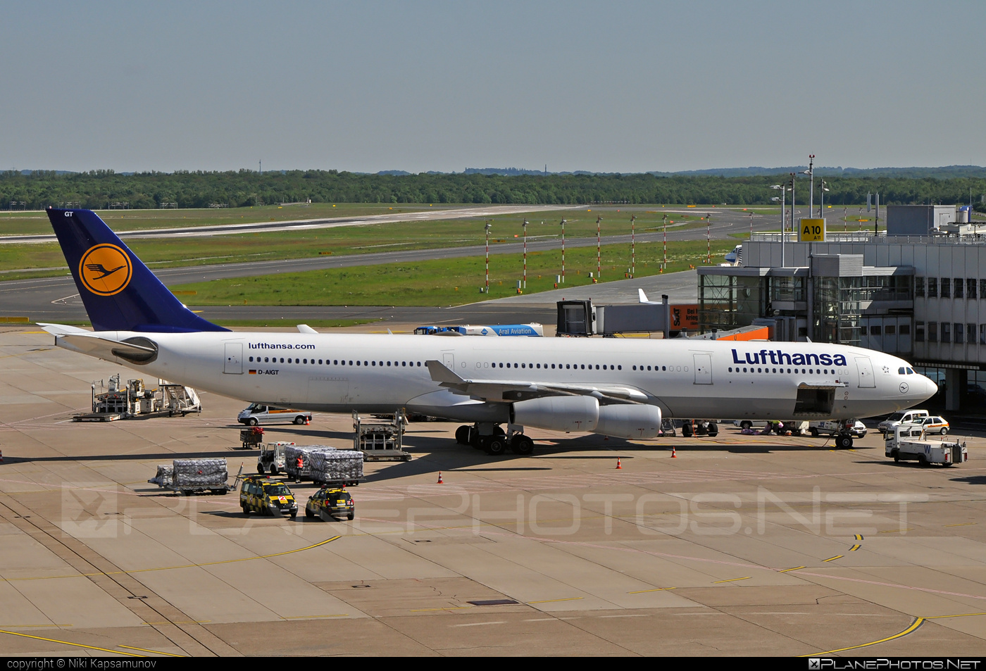 Airbus A340-313 - D-AIGT operated by Lufthansa #a340 #a340family #airbus #airbus340 #lufthansa