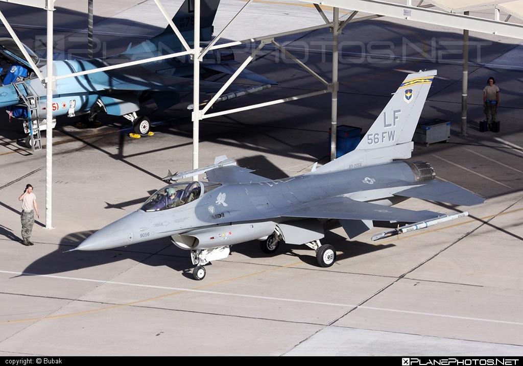 General Dynamics F-16CG Night Falcon - 89-2056 operated by US Air Force (USAF) #f16 #f16cg #generaldynamics #nightfalcon #usaf #usairforce