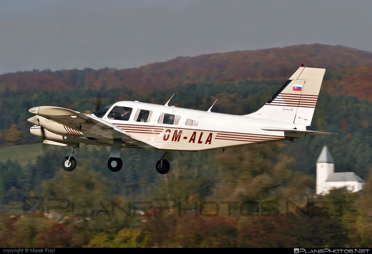 Piper PA-34-220T Seneca III - OM-ALA operated by University of Žilina #piper