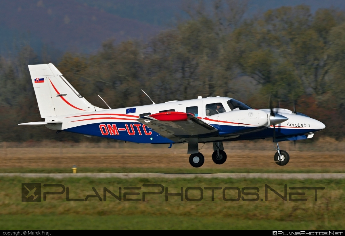 Piper PA-34-220T Seneca V - OM-UTC operated by University of Žilina #piper