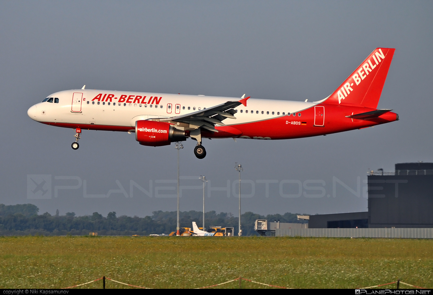 Airbus A320-214 - D-ABDS operated by Air Berlin #a320 #a320family #airberlin #airbus #airbus320