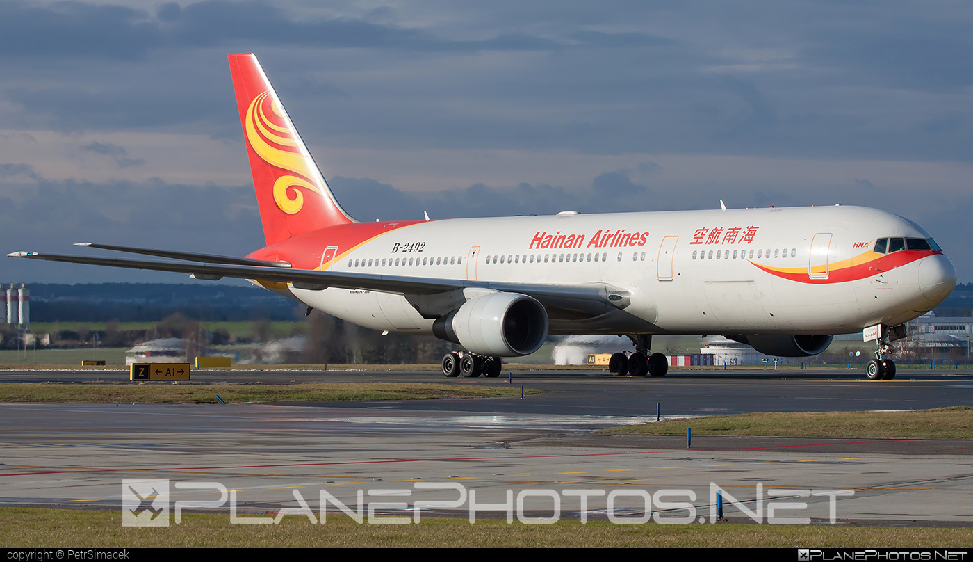 Boeing 767-300ER - B-2492 operated by Hainan Airlines #b767 #b767er #boeing #boeing767