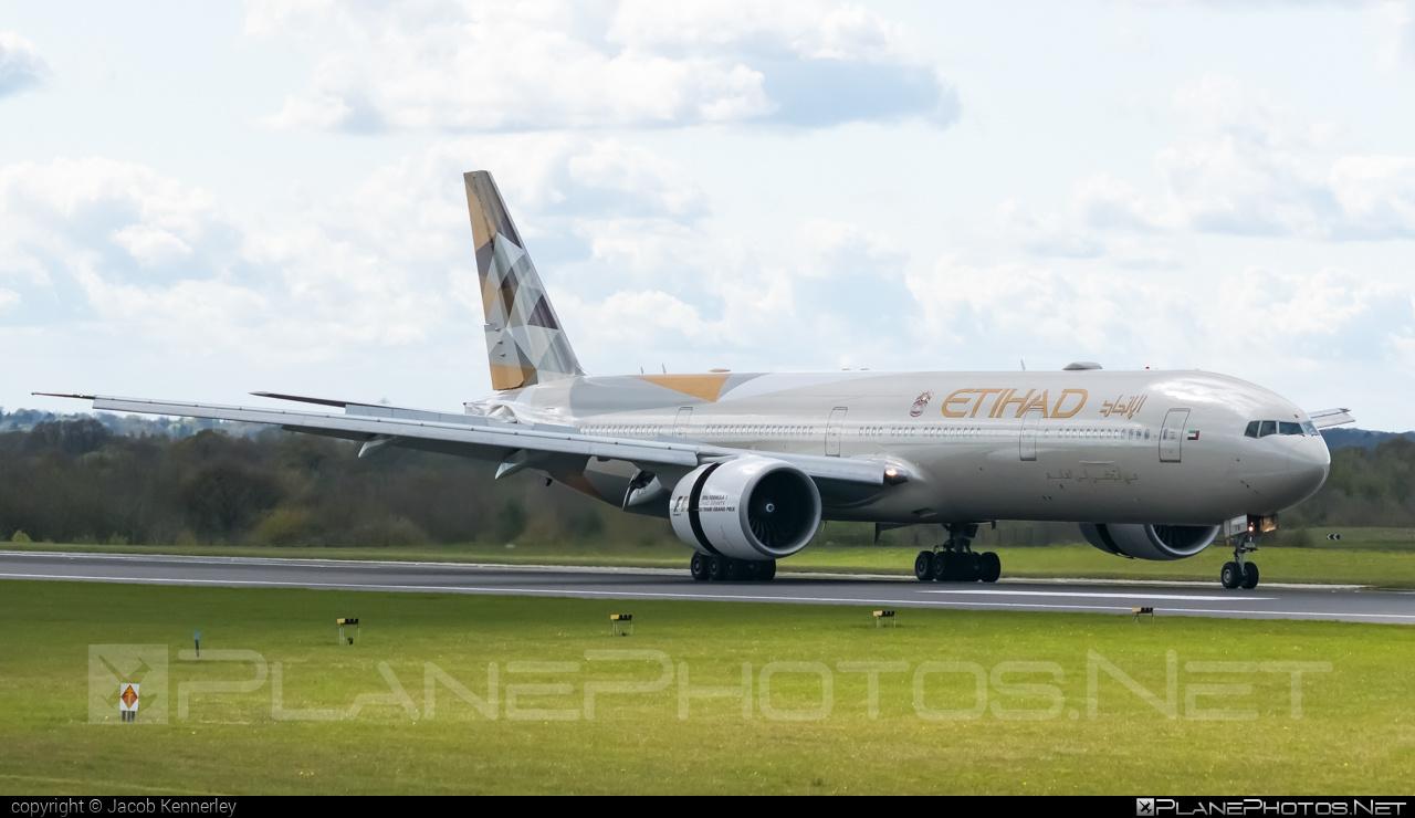 Boeing 777-300ER - A6-ETB operated by Etihad Airways #b777 #b777er #boeing #boeing777 #etihad #etihadairways #tripleseven