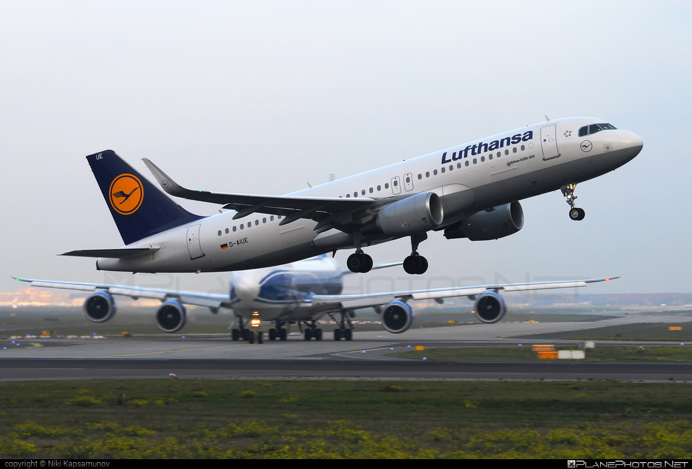 Airbus A320-214 - D-AIUE operated by Lufthansa #a320 #a320family #airbus #airbus320 #lufthansa