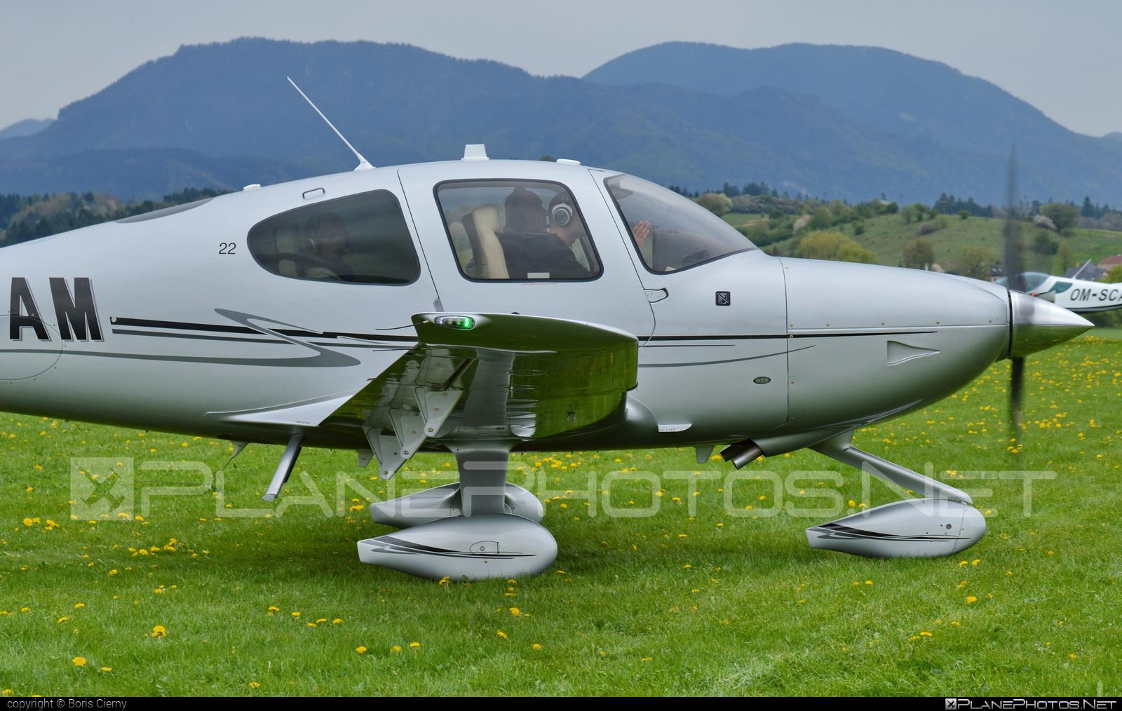 Cirrus SR22 - OK-OAM operated by CB AIR a.s. #cirrus