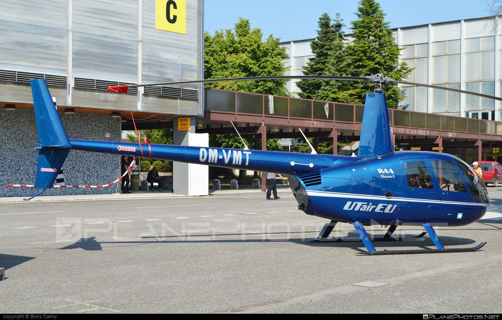 Robinson R44 Raven - OM-VMT operated by UTair Europe #r44 #r44raven #robinson #robinson44 #robinson44raven #robinsonr44 #robinsonr44raven #utair #utaireurope