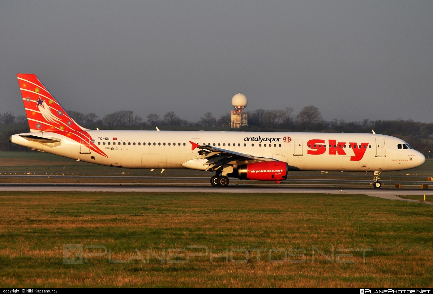 Airbus A321-131 - TC-SKI operated by Sky Airlines #a320family #a321 #airbus #airbus321