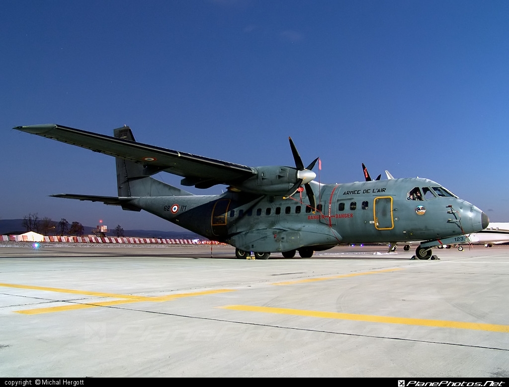 CASA CN-235-200M - 123 operated by Armée de l´Air (French Air Force) #armeedelair #casa #frenchairforce