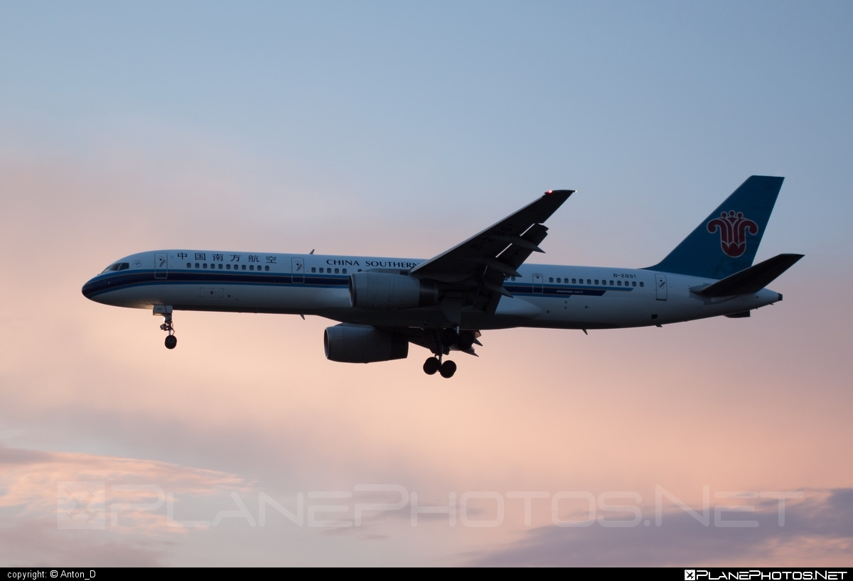 Boeing 757-200 - B-2851 operated by China Southern Airlines #b757 #boeing #boeing757